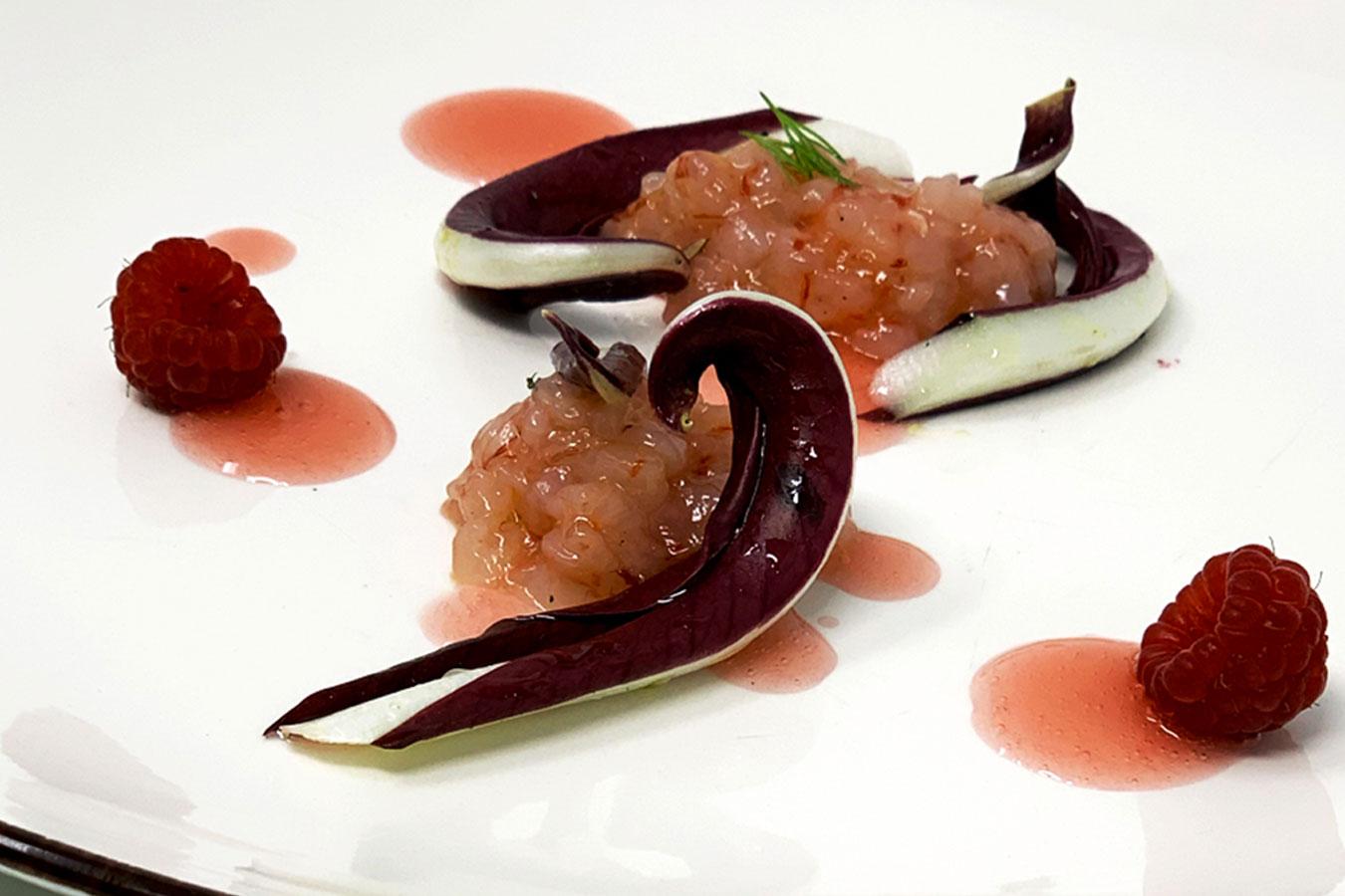 Tartare di gamberi rossi, radicchio di Treviso con gel di lampone e Campari